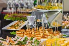 Lijst met cateringsvoedsel royalty-vrije stock foto