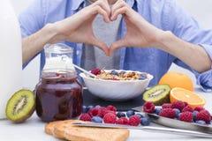 Lijst met een evenwichtig ontbijt stock afbeelding