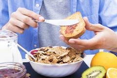 Lijst met een evenwichtig ontbijt royalty-vrije stock afbeeldingen