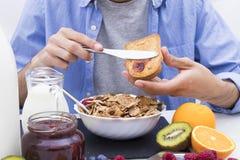 Lijst met een evenwichtig ontbijt royalty-vrije stock foto's