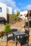 Lijst met stoelen in restaurant in Marina Rubicon Stock Fotografie