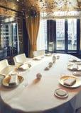 Lijst in restaurant in het hotel van Amsterdam (Le Europa) Royalty-vrije Stock Afbeelding