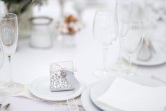 Lijst voor een van het gebeurtenispartij of huwelijk ontvangst wordt geplaatst die Stock Fotografie