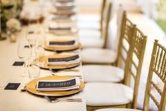 Lijst voor huwelijk of een ander gericht gebeurtenisdiner dat wordt geplaatst stock afbeeldingen