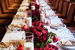Lijst voor huwelijk of een ander gericht gebeurtenisdiner dat wordt geplaatst royalty-vrije stock foto