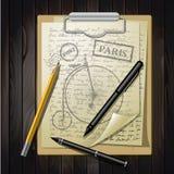 Lijstbovenkant met het schetsen van document en fiets Stock Fotografie