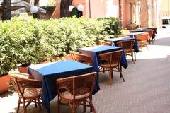 Lijsten met blauw tafelkleed Royalty-vrije Stock Afbeeldingen