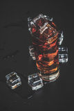 Likör mit Eis Stockfotografie