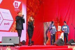 Likbez和莉莎Lukashina在阶段执行 免版税库存照片