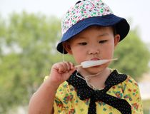 Likes eating the ice cream little girl Stock Photos