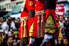 Likformig av den kungliga vakten Units i den suveräna patriarken av Thailand begravnings- ceremoni royaltyfri fotografi