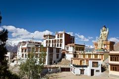 Likir kloster med statyn av Buddha, Leh-Ladakh, Jammu and Kashmir, Indien Royaltyfri Bild