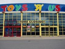 Likvidering Sale för Toys R Us lagerbokslut arkivfoto