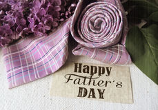 Lilás e laço roxos bonitos para o dia de pai ano novo feliz 2007 Fundo abstrato do conceito para a celebração do dia de pai Imagem de Stock Royalty Free
