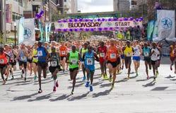 Lila Bloomsday 2014 gyckel 12k kör mäns packen för elitledare Arkivbild