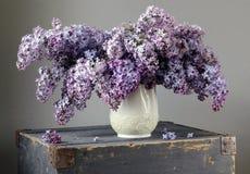 Lila Blumenstrauß lizenzfreies stockfoto