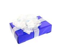 Lila gåva för skönhet med silverpilbågen Royaltyfria Foton