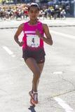 Lila Lauf 12k Bloomsday 2013 in Frauen Spokanes WA öffnen Sieger Buzunesh Deba Lizenzfreies Stockbild