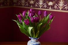 Lila Tulpen Knospe, Blumenblätter, Blumenstrauß Stockfotografie