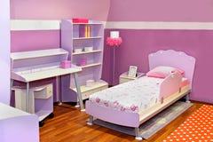 Lilac meisjesslaapkamer Stock Fotografie