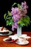 Lilacs e chá Imagens de Stock Royalty Free