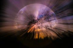 Lilan blått, svart, abstrakt himmel för apelsinen, träd, virvlar runt Royaltyfria Bilder