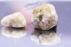 Lilan stenar reflexion Arkivfoton