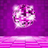 Lilapartibakgrund med diskobollen Arkivbilder