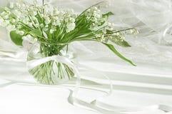 Lilie des Tales im Vase Stockfoto