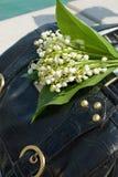 Lilie des Tales Mai auf einem Beutel. Stockbild