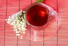 Liljekonvalj och en tea Royaltyfri Fotografi