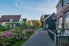 Lilla byn Haaldersbroek nära Zaandam, Nederländerna Royaltyfri Fotografi