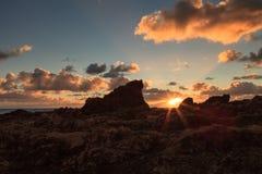 Lilla Corona Beach i Corona del Mar på solnedgången Royaltyfria Bilder