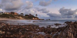 Lilla Corona Beach i Corona del Mar på solnedgången Arkivbilder