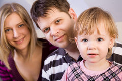 lilla föräldrar för flicka Fotografering för Bildbyråer