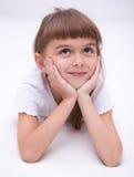 Lilla flickan dagdrömmer Royaltyfria Bilder