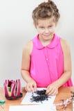 Lilla flickan gör arbete Royaltyfria Foton