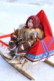 Lilla flickan i nationell kläder Arkivfoton