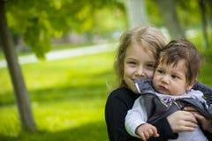Lilla flickan i natur fotografering för bildbyråer