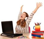 Lilla flickan med händer lyssnar upp till musik på bärbara datorn royaltyfria bilder