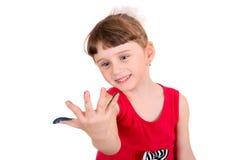 Lilla flickan med målat gömma i handflatan Arkivfoton