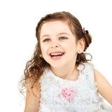 Lilla flickan skrattar glatt Arkivfoto