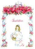Lilla flickan som går under bröllopgazebo, dekorerade med röda rosor och två kyssande duvor på överkant- och spridningkronbladen Royaltyfria Bilder