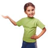 Lilla flickan som rymmer ett öppet, gömma i handflatan den tomma handen Royaltyfria Bilder
