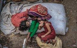 Lilla flickan tar en Nap For A stund royaltyfri bild