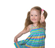 Lilla flickan visar tummen Royaltyfria Bilder