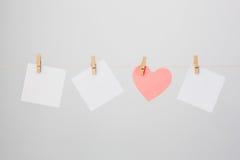Vit tre noterar, och Hjärta-formad man noterar Arkivbild