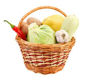 lilla grönsaker för korg Royaltyfri Bild