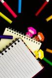 Lilla Ninja Kids Are Helping din arbete eller studie Arkivbilder