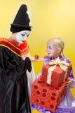 Lilla och stora presents för clowner Royaltyfri Bild